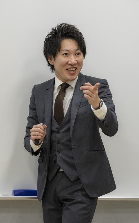 ダイレクター 阿部 亮太 (アベリョウタ)